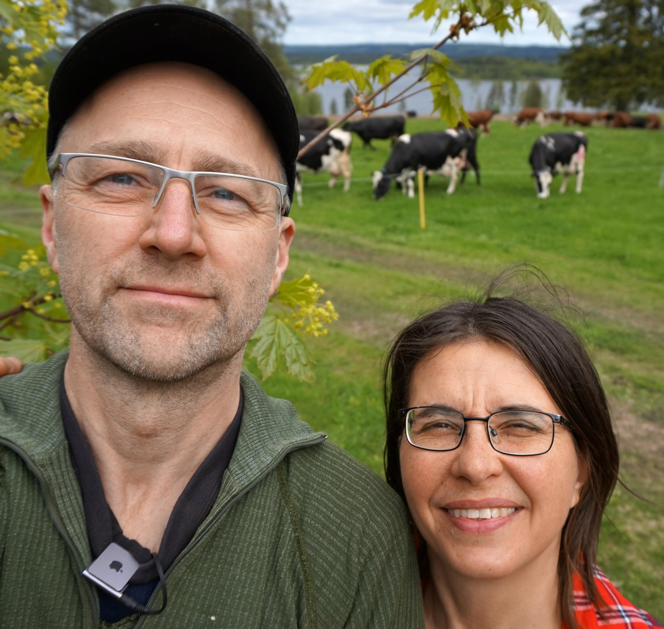 Pär och Johanna Hellström driver tillsammans jordbruk och osttillverkning i Södra Svedjan.